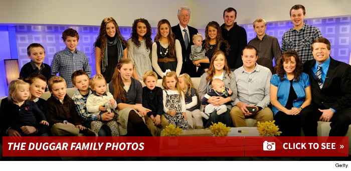 0520_duggar_family_photo_footer