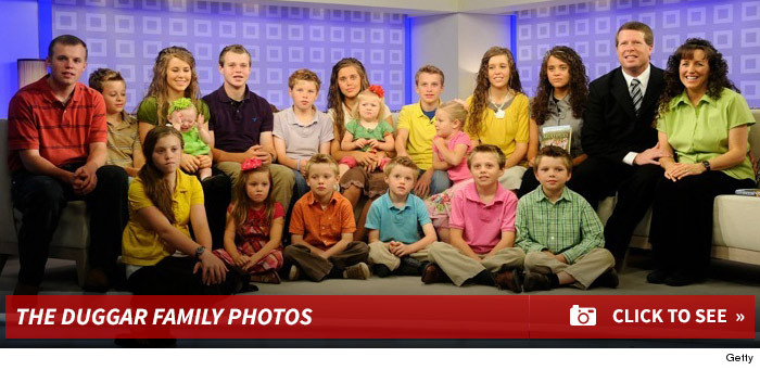 0521_duggar_family_photo_footer2