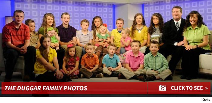 0521_duggar_family_photo_footer2