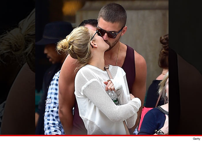 0603-SUB-kiss-chandler-parsons-toni-garrn-dating-GETTY-01