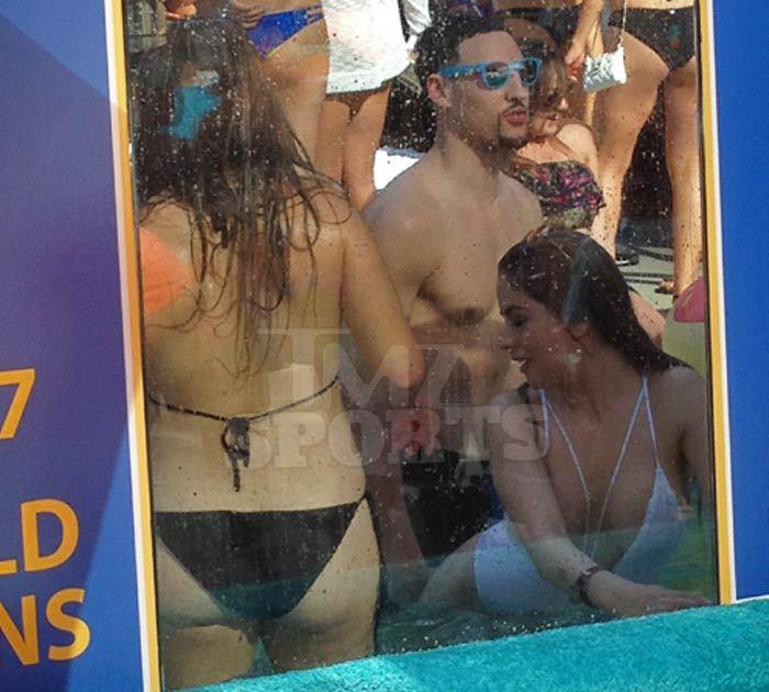 Klay thompson underwater twerk fest at vegas pool for Pool show vegas 2015