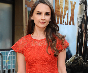 Rachel Leigh Cook Shows Off Post-Baby Bod Just Month
