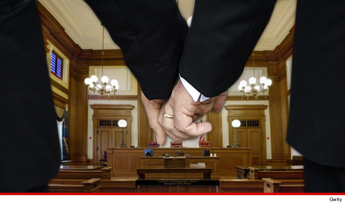 0625-men-holding-hands-court-getty-01