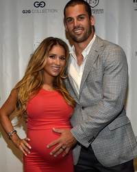 Jessie James Decker Shares Super Sexy Photo Of Eric Decker With Daughter Viv