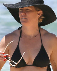 Jennie Garth Rocks Teeny Tiny Black Bikini, Shows Off HUGE Hip Tattoo!