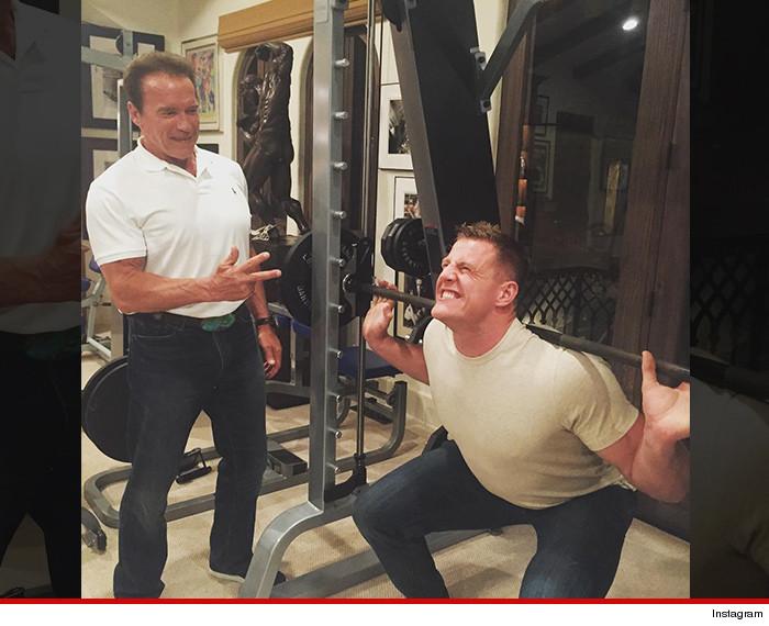 Arnold Schwarzenegger -- Best Buddies Lifting Sesh ...   700 x 570 jpeg 110kB