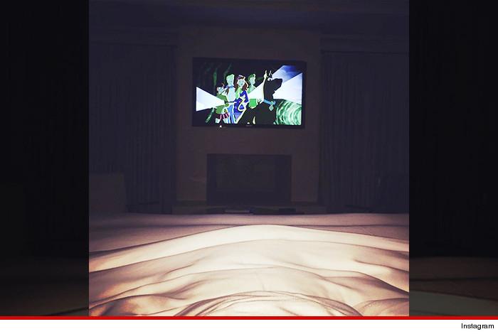 0725-sub-kourtney-kardashian-tv-instagram-01