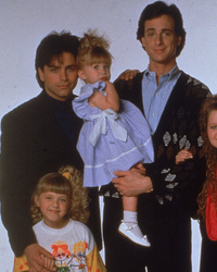 John Stamos & Lori Loughlin Reunite on 'Fuller House' Set -- Plus, Update on Olsens!