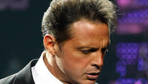 Luis Miguel -- Sued by Pap Over Alleged Airport Beatdown