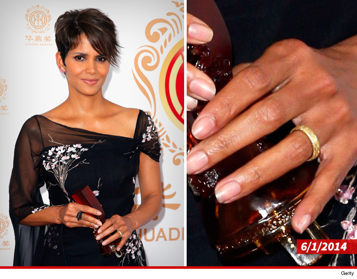 0804-SUB-halle-barry-wedding-ring-festival-GETTY-01