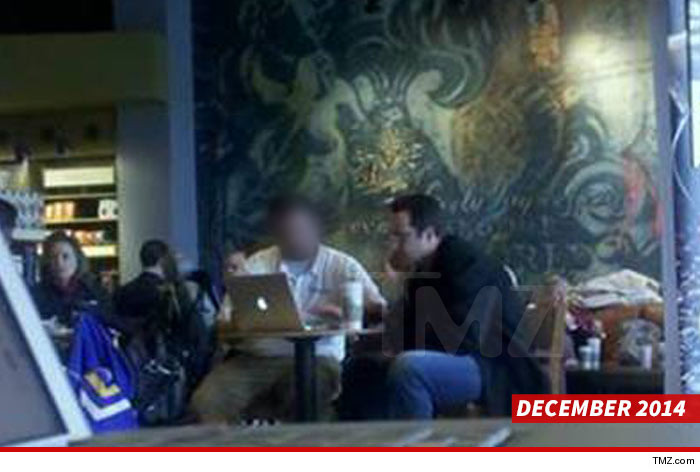 0819-jared-fogle-laptop-TMZ-SUPER_BLUR-SWIPE-04