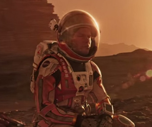 "Matt Damon Gets Extremely Resourceful In New Trailer for ""The Martian"""