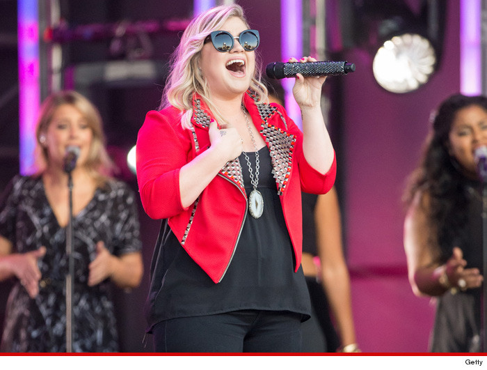 0818-kelly_clarkson-getty