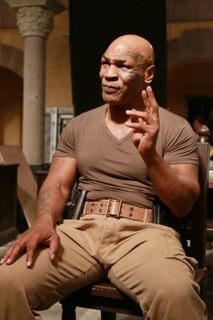 "Mike Tyson Visits ""Chinese Salesman"" Set"