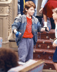"Mayim Bialik & Seth Green Have Adorable ""Facts of Life"" Reunion!"