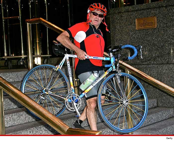 0828-robin-williams-bike-GETTY-01