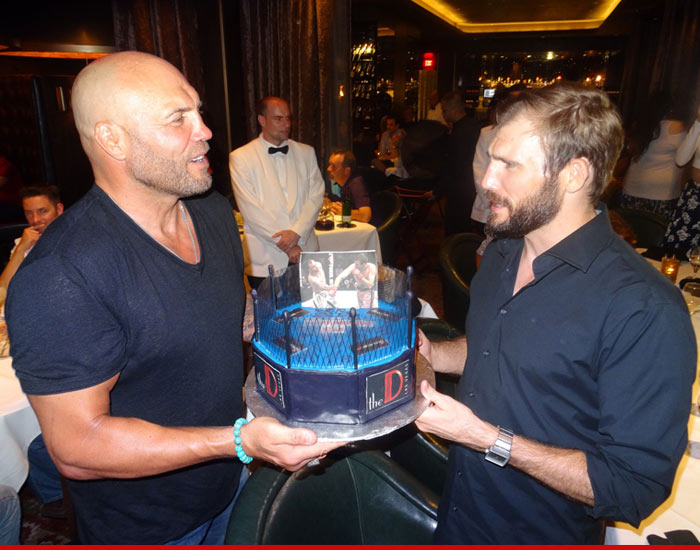 0828-ryan-couture-vegas-birthday-cake-01