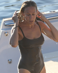 Sarah Jessica Parker, 50, Puts Hot Bod on Display While Vacat