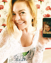 "Lindsay Lohan Recreates ""Parent Trap"" Pic -- And Takes Us Right Back to the '90s!"