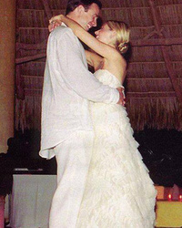 Sarah Michelle Gellar Celebrates 13 Year Wedding Anniversary with Freddie Prinze Jr.