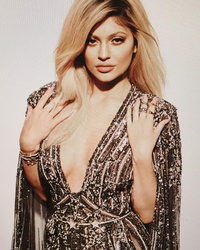 Kylie Jenner Bleaches Eyebrows, Continues to Transform In New Photo Shoot