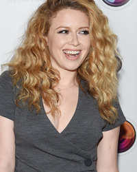 """Orange Is the New Black"" Stars Go Glam to Support Natasha Lyonne"