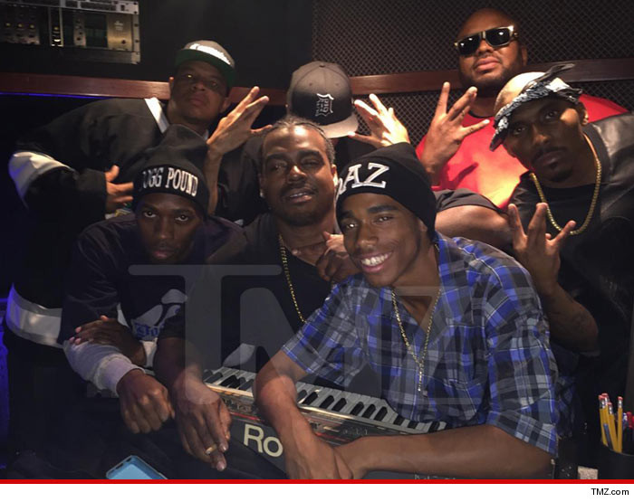 0907-straight-outta-compton-2-MAIN-TMZ-02