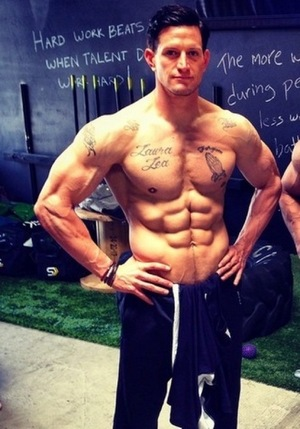 Steve Weatherford's Flexin' Photos -- Gettin' Pumped For Football!