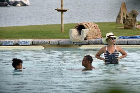 Jay Z And Beyonce Water Aerobics Anyone Photo 68
