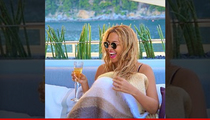 Beyonce -- About To Pop ... Champagne (PHOTO)