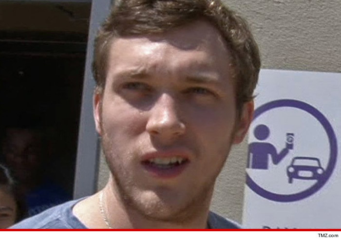 0921_phillip-phillips_tmz