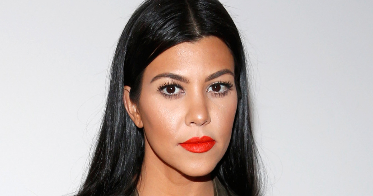 The 39-year old daughter of father Robert Kardashian and mother Kris Jenner, 157 cm tall Kourtney Kardashian in 2018 photo