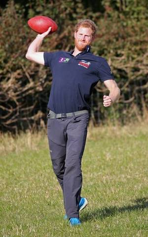 Dan Marino -- When In London ... Play Catch With Prince Harry!