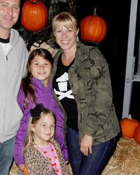 Jodie Sweetin Brings Lookalike Daughters to Jack O' Lantern's Annual Event