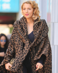 Blake Lively Looks HOT on Set of New Woody Allen Flick