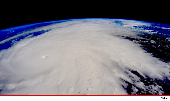 1023-astronauts-hurricane-patricia-twitter-01