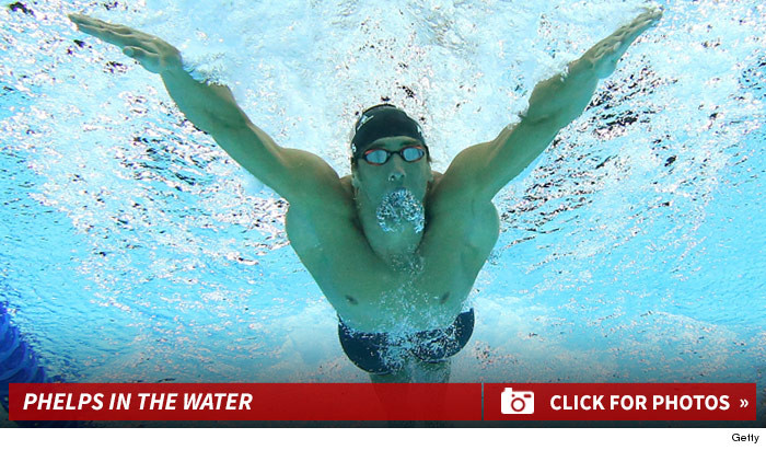 1110_michael_phelps_in_the_water_footer