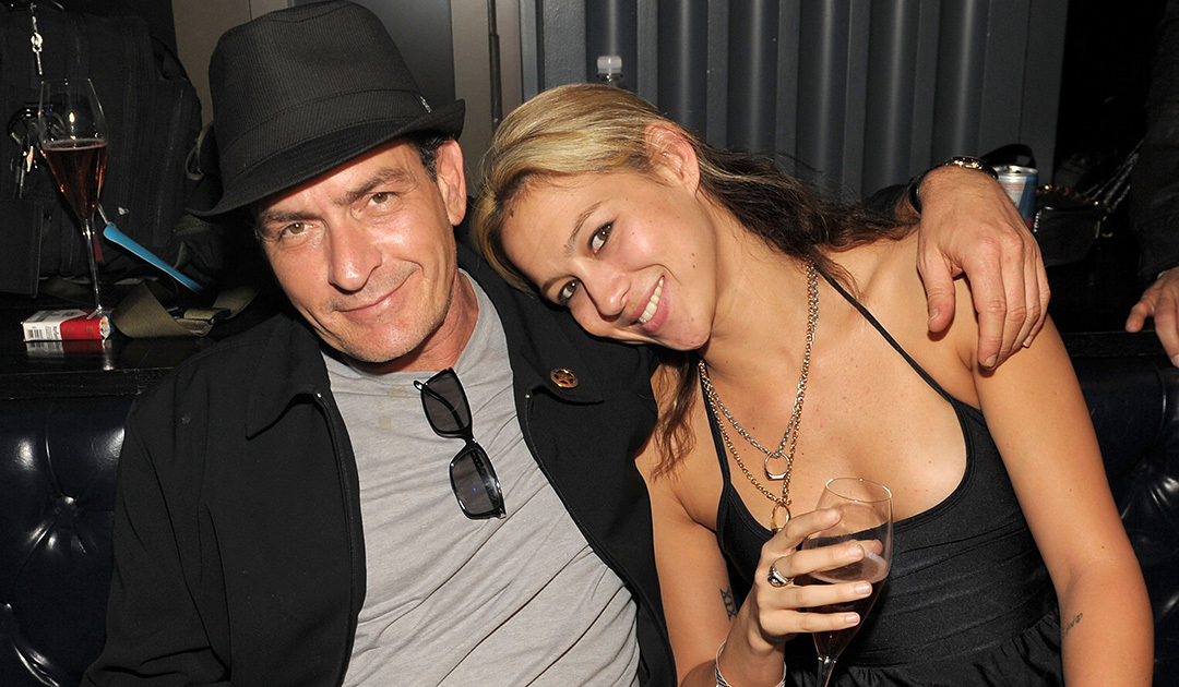 charlie sheen banging topless girl