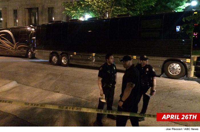 1120-sub-lil-wayne-police-tour-bus-twitter-3-swipe-1