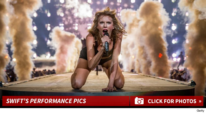 1207_taylor_swift_performace_footer
