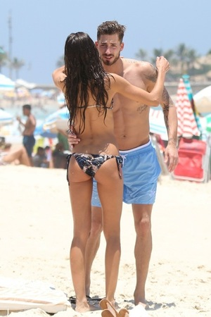Izabel Goulart and Kevin Trapp -- Beach  Bums