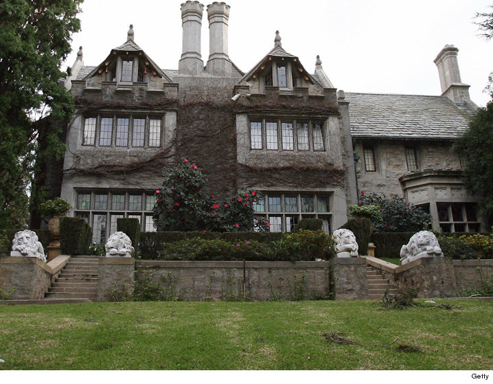 playboy mansion officially listed for 200 mill. Black Bedroom Furniture Sets. Home Design Ideas