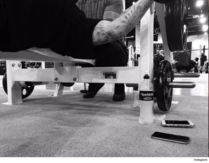 0128-rob-kardashian-working-out-INSTAGRAM-01