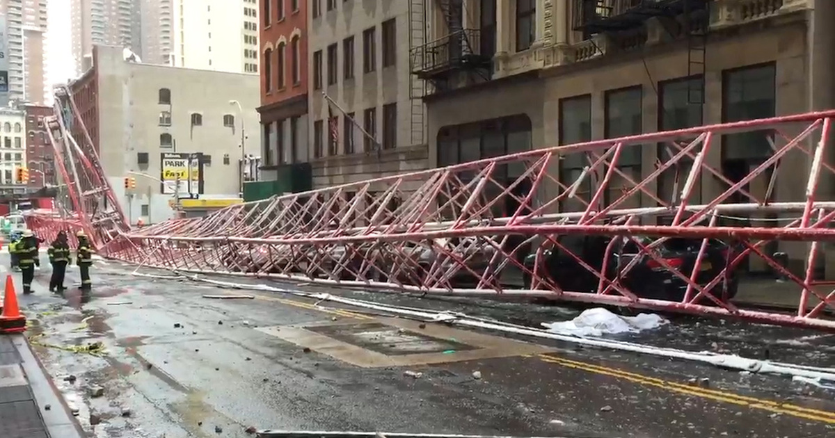 Insane accident massive crane falls in nyc at least for Tmz tour new york city