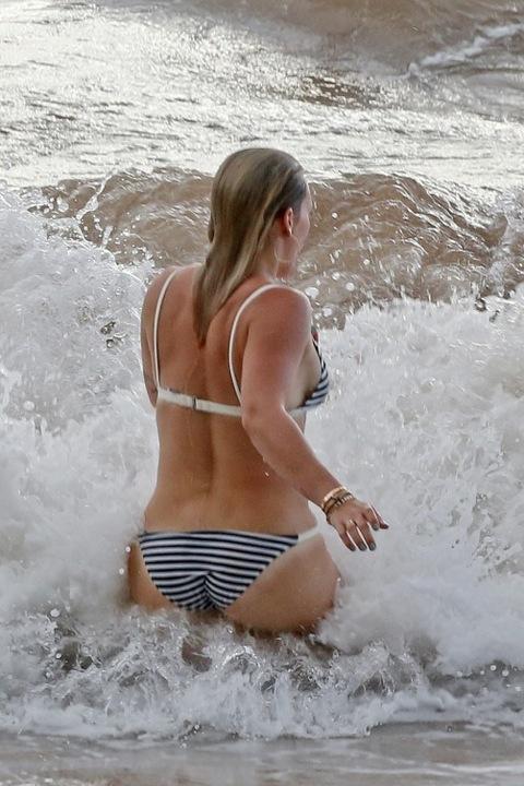 hilary-duff-bikini-beach-body-photos-03-480w.jpg