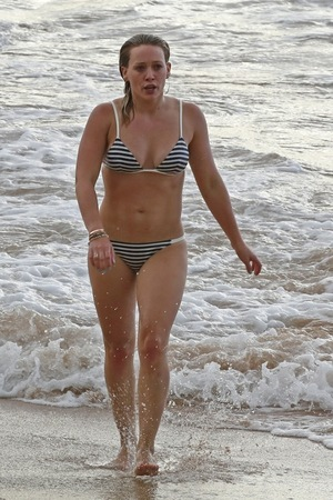 Hilary Duff -- Hot MILF Alert!