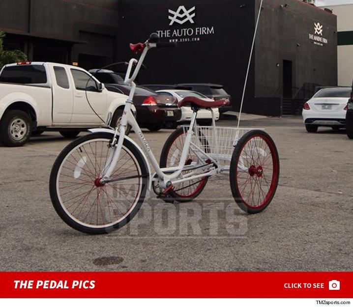 0307_Yoenis_Cespedes_bike_launch