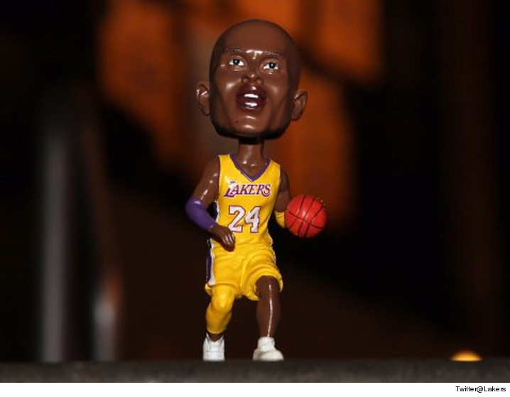 0330_kobe_bryant_bobblehead_lakers