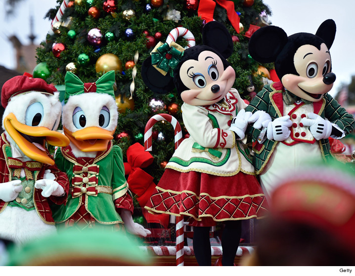 0418_disney_christmas-parade_getty