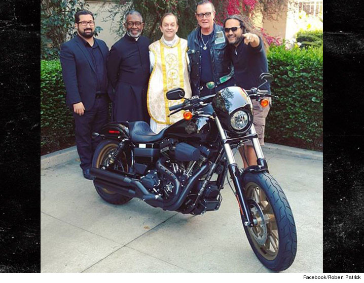 0419_Robert-Patrick_bike_facebook_Robert-Patrick